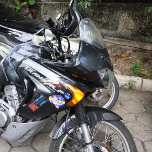 Motocicleta do turista italiano Roberto Bardella, que foi morto a tiros ao entrar por engano em favela na quinta-feira (8)
