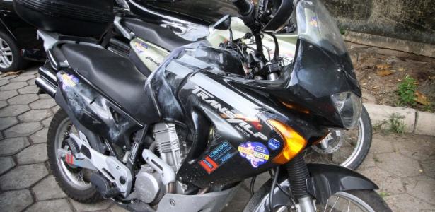 Motocicleta do turista italiano Roberto Bardella, que foi morto a tiros ao entrar por engano em favela