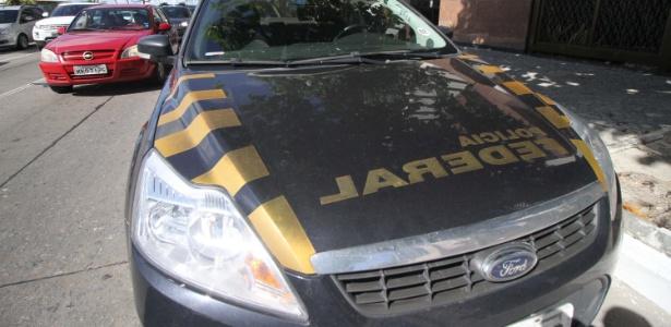 Agentes da Polícia Federal cumprem mandado de busca e apreensão no Recife