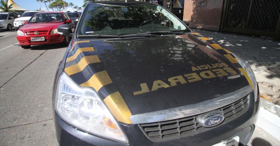 21.mar.2017 -  Agentes da Polícia Federal cumprem mandado de busca e apreensão da Lava Jato em edifício na avenida Boa Viagem, zona sul do Recife, na manhã desta terça-feira
