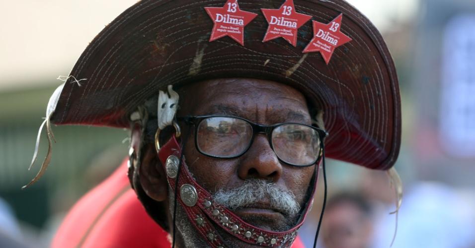 6.abr.2018 -  Detalhe do manifestante que evocou o berço nordestino de Lula ao aparecer em frente do Sindicato dos Metalúrgicos do ABC usando um chapéu típico em apoio ao ex-presidente