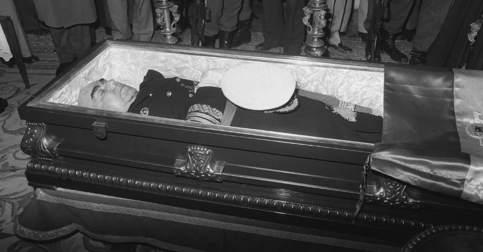 20.dez.1973: Primeiro atentado do ETA em Madri mata o presidente do governo de Franco, o almirante Luis Carrero Blanco, em uma explosão atingiu seu carro
