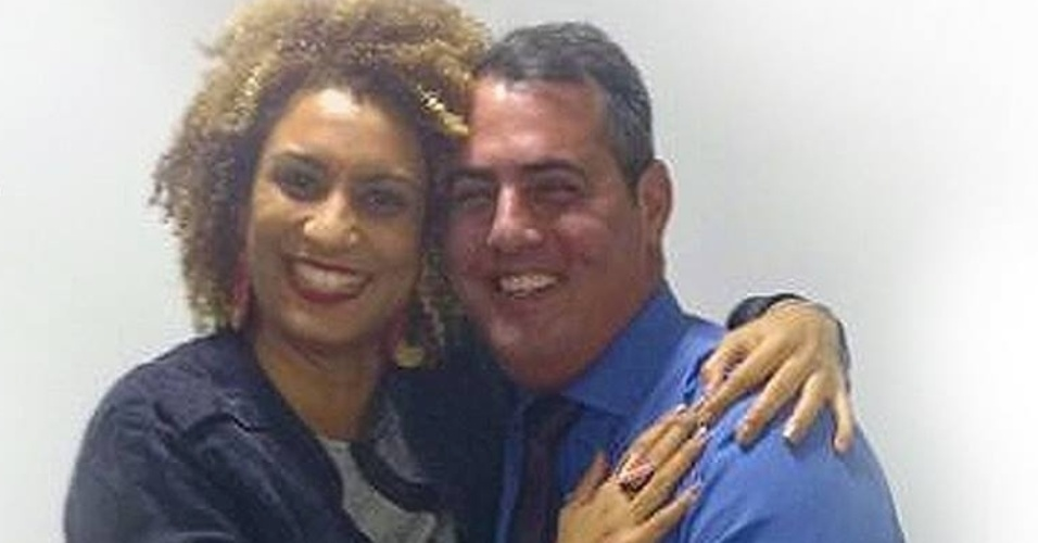 """15.mar.2018 - 2 Após a morte de Marielle, o vereador Marcello Siciliano (PHS) classificou a vereadora, no Facebook, como: """"amiga, guerreira, simpática, educada, inteligentíssima e, acima de tudo, da paz"""""""