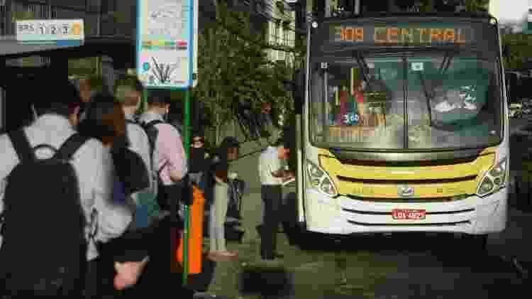 28.mai.2018 - Usuários de ônibus do rio enfrentam dificuldades chegar ao trabalho - Alessandro Buzas/Futura Press/Estadão Conteúdo - Alessandro Buzas/Futura Press/Estadão Conteúdo