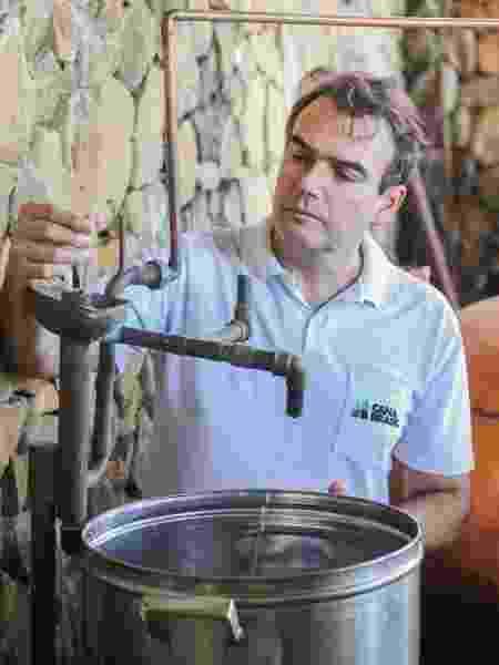 Para fabricar o etanol combustível, é preciso ter um destilador próprio, que custa R$ 19.997 - Divulgação