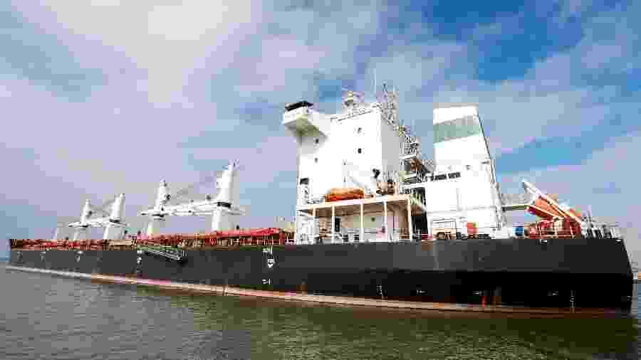 18.jul.2019 - Navio iraniano Bavand parado perto do porto de Paranaguá, no Paraná - João Andrade/Reuters