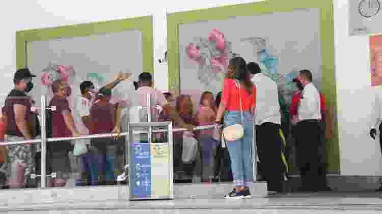 Uma fila se formou em frente ao Shopping Pátio Belém, que reabriu hoje - BRUNO CRUZ/PHOTOPRESS/ESTADÃO CONTEÚDO - BRUNO CRUZ/PHOTOPRESS/ESTADÃO CONTEÚDO