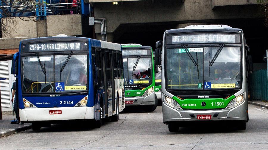 9.jun.2020 - Movimentação de ônibus no Terminal da Barra Funda, na zona oeste da cidade de São Paulo - BRUNO ESCOLASTICO/PHOTOPRESS/ESTADÃO CONTEÚDO