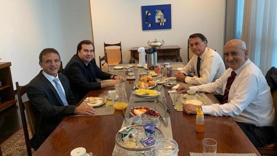 Bolsonaro recebeu Maia em umcafé fora da agenda para tratar, entre outros assuntos, da formulação do Renda Cidadã - Reprodução/Twitter