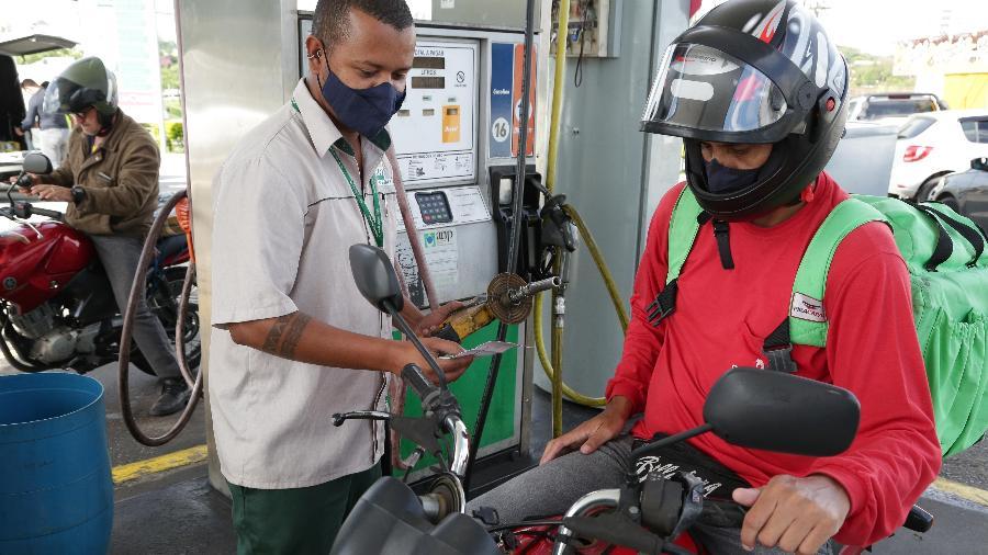 """Política de preços da Petrobras """"torna mais caro os combustíveis e o gás de cozinha"""", segundo o Sindipetro-SJC - Luis Lima Jr/FotoArena/Estadão Conteúdo"""