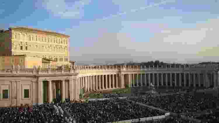 Obras de Papa Alexandre 7º marcam o Vaticano até hoje, como o conjunto de colunas da Praça São Pedro, do escultor e arquiteto Gian Lorenzo Bernini - Edison Veiga - Edison Veiga