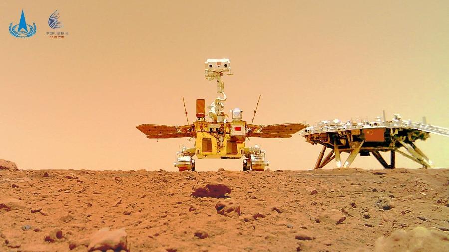 Robô chinês Zhurong inspeciona superfície de Marte - AFP PHOTO / CNSA