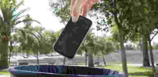Antes de jogar seu celular velho no lixo, tente dar um novo gás a ele - Thinkstock/via BBC