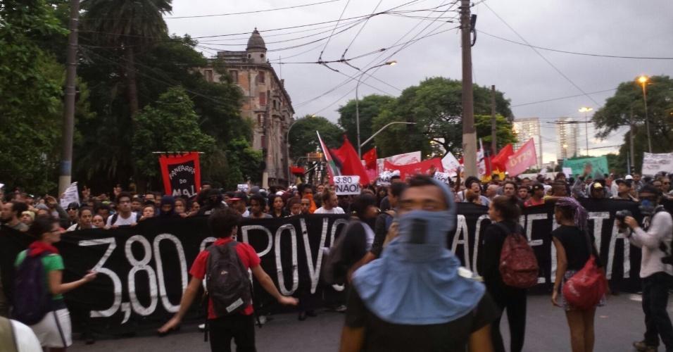 21.jan.2016 - Manifestantes iniciam quinto ato convocado pelo MPL (Movimento Passe Livre) contra o aumento das passagens de ônibus e metrô da capital paulista, no Terminal Parque Dom Pedro 2º, no centro de São Paulo