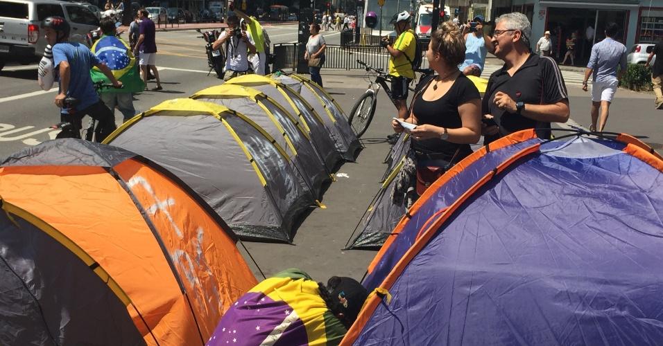 O acampamento fica na calçada em frente ao prédio da Fiesp (Federação das Indústria do Estado de São Paulo) na avenida Paulista