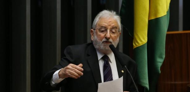 16.abr.2016 - Deputado Ivan Valente (PSOL-SP)