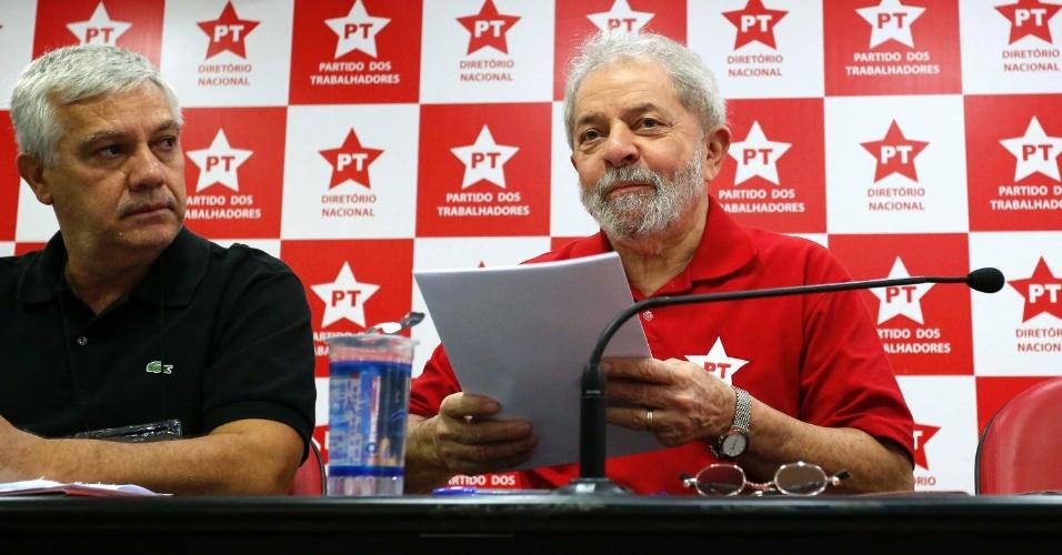 19.abr.2016 - O ex-presidente Luís Inácio Lula da Silva participa de reunião no Diretório Nacional do PT, em São Paulo (SP)