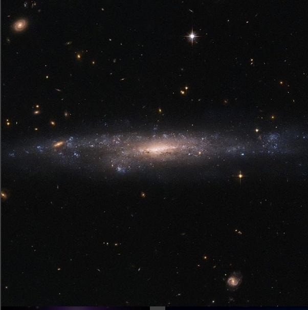 3.mai.2016 -Imagem do telescópio espacial Hubble mostra uma galáxia localizada a pouco mais de 110 milhões de anos-luz de distância. Esta é uma galáxia de brilho superficial baixo (LSB), que são mais distribuídas do que galáxias como Andrômeda e a Via Láctea. Com brilhos de superfície até 250 vezes mais fracos do que o céu noturno, estas galáxias podem ser incrivelmente difícil de detectar