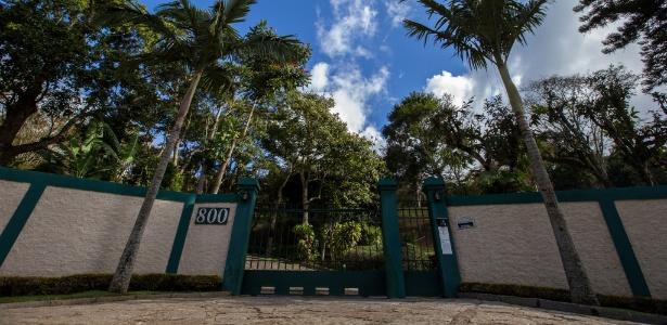 Condomínio onde fica a casa onde o o ex-diretor da Petrobras Nestor Cerveró cumpre pena de prisão domiciliar em Petrópolis, na serra fluminense