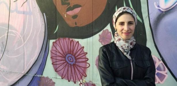 No país há três anos, síria Dana Albalkhi diz que, assim como despir o corpo, cobri-lo também é uma escolha da mulher que deve ser respeitada