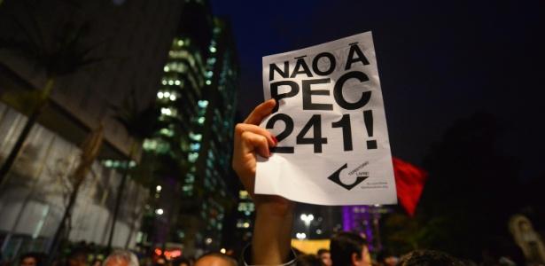 Centrais têm como principais críticas a PEC 241, que limita os gastos públicos - Cris Faga/Fox Press Photo/Estadão Conteúdo
