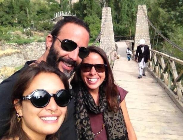 Tainá Palheta (à frente), Dante Cardoso e Ana Paula Cardoso na Índia