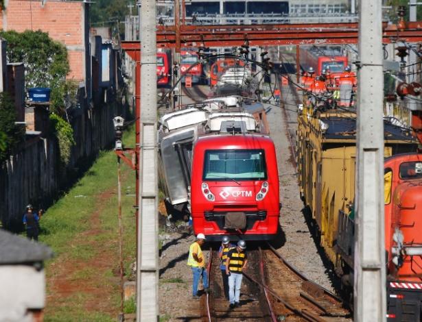 Descarrilamento em trem da CPTM (Companhia Paulista de Trens Metropolitanos) na estação Itaim Paulista interdita a Linha 12-Safira