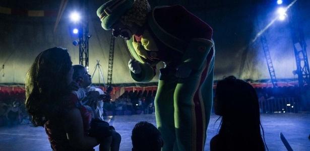 Dono de circo mais antigo do país tenta se adaptar a regra que proíbe bichos nas apresentações - Gui Christ/BBC BRASIL