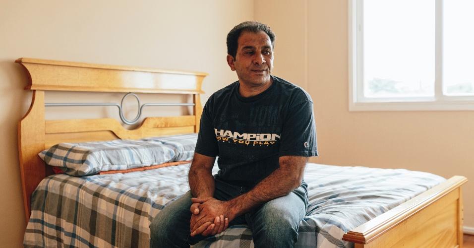 13.mar.2017 - O refugiado sírio Adnan Alkhaled em sua casa na Saúde, zona sul de São Paulo, no dia da chegada de sua família ao país
