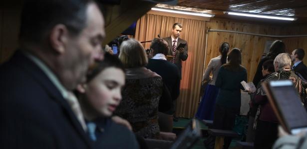 Membros das Testemunhas de Jeová durante culto em Vorokhobino - James Hill/The New York Times