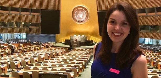 22.mai.2017 - Noemi Rocha representando o Instituto Bom Aluno em premiação na ONU