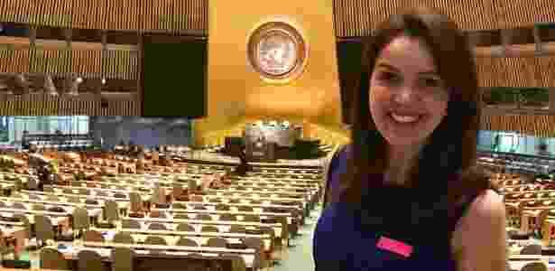 22.mai.2017 - Noemi Rocha representando o Instituto Bom Aluno em premiação na ONU - Reprodução