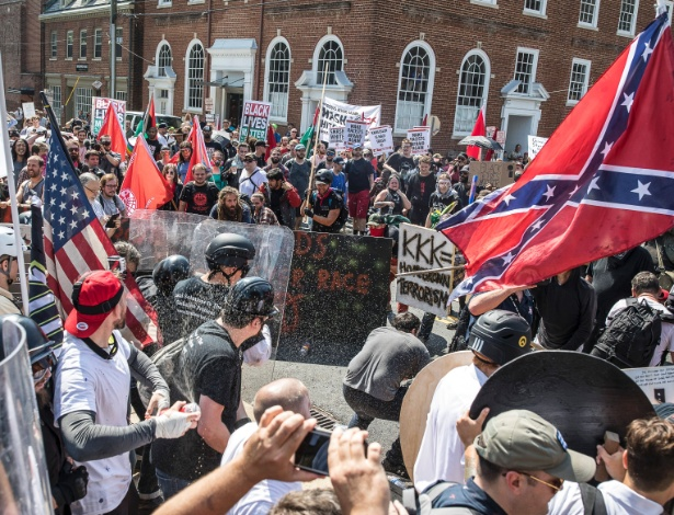 Supremacistas brancos enfrentam grupo de oposição em Charlottesville, nos EUA - EDU BAYER/NYT
