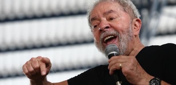6.dez.2017 - O ex-presidente Luiz Inácio Lula da Silva (PT) discursa ao visitar o Polo Avançado do Instituto Federal Fluminense, na cidade de Campos dos Goytacazes (RJ)