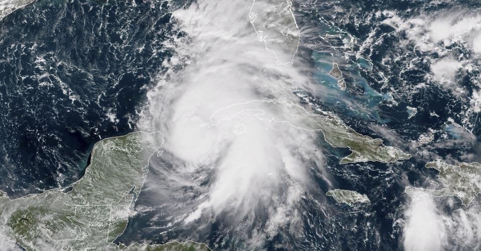 8.out.2018 - Imagem de satélite mostra o furacão Michael se aproximando da costa dos EUA
