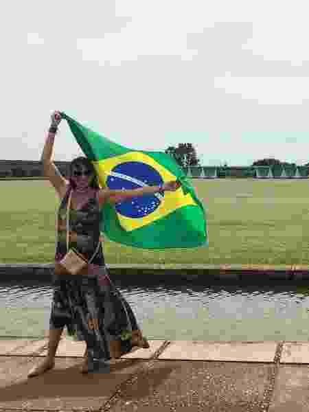 Kellen posa com bandeira do Brasil - Luciana Amaral/UOL