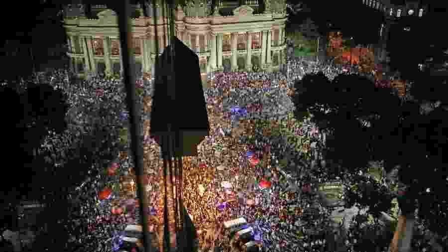 30.mai.2019 - Manifestantes chegam à Cinelândia, no centro do Rio de Janeiro, durante ato contra os cortes na educação propostos pelo governo federal - Wilton Junior/Estadão Conteúdo