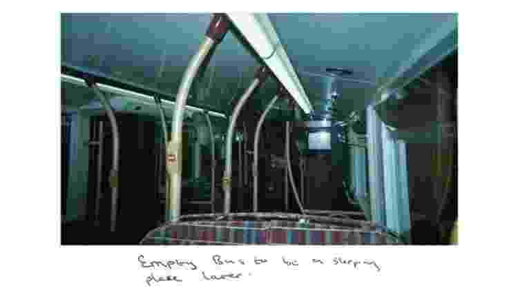 Era difícil dormir em ônibus por causa das luzes, o barulho dos passageiros e do próprio ônibus: duas horas de sono já era uma vitória - Sunny - Sunny