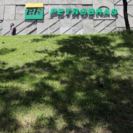 Bolsonaro decidiu não renovar o contrato de Castello Branco e quatro diretores decidiram deixar a Petrobras - SERGIO MORAES
