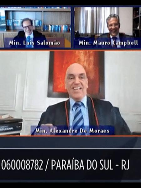 Ministro do STF (Superior Tribunal Federal), Alexandre de Moraes, cai na risada junto com ministros em sessão virtual do TSE (Tribunal Superior Eleitoral) após ser interrompido por seu cachorro - Reprodução/YouTube