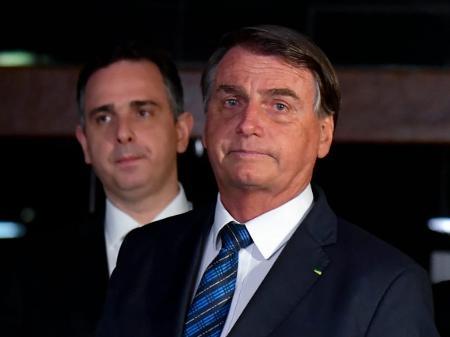 Assustado, Bolsonaro tenta tampar o sol com a peneira - 24/02/2021 - UOL  Notícias