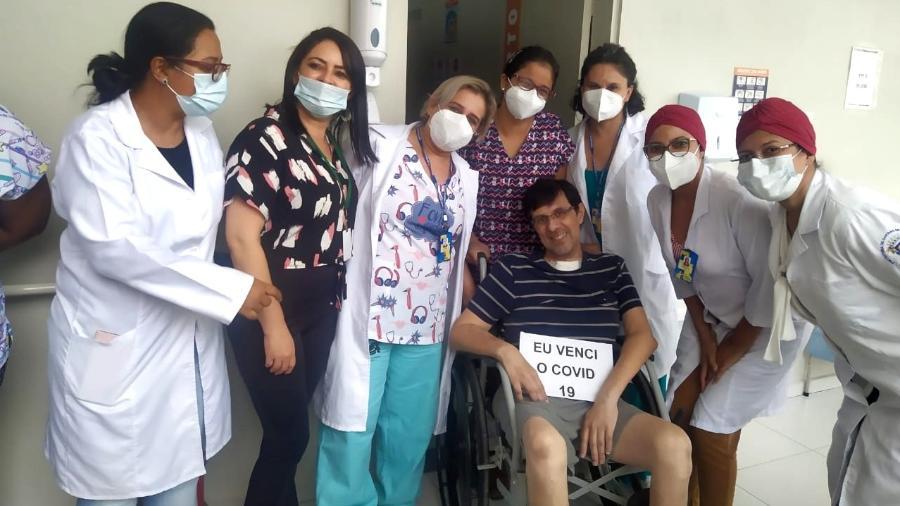 Carlos Eduardo de Freitas afirma ter tomado cuidados; aos poucos, vem se recuperando da internação - Acervo pessoal