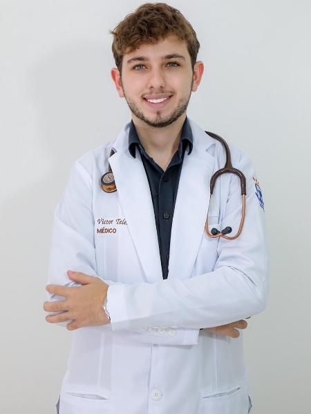 Aos 20, médico se torna o mais jovem do país e vai atuar na pandemia