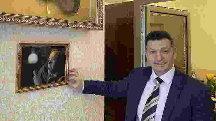 Mr Papinyan with more Sherlock pictures - BBC - BBC