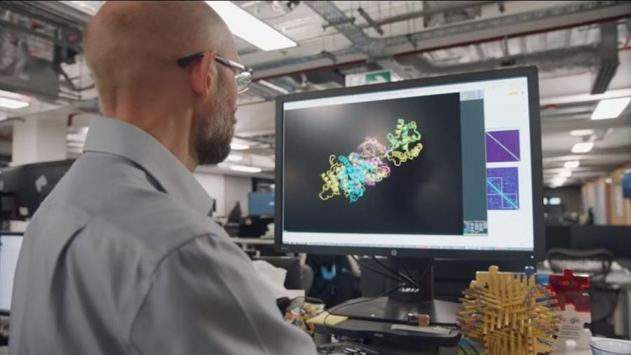 Trecho do vídeo de divulgação da AlphaFold, inteligência artificial criada pela DeepMind - Reprodução