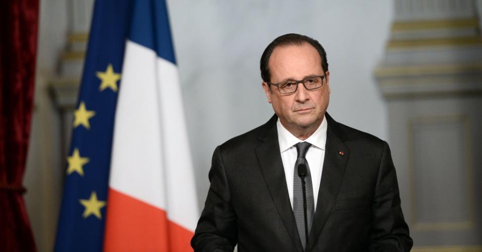 """14.nov.2015 - Em novo pronunciamento, o presidente francês, François Hollande, afirmou que o Estado Islâmico é o culpado pelo """"ato de guerra"""" que matou dezenas de pessoas em Paris na noite da véspera"""