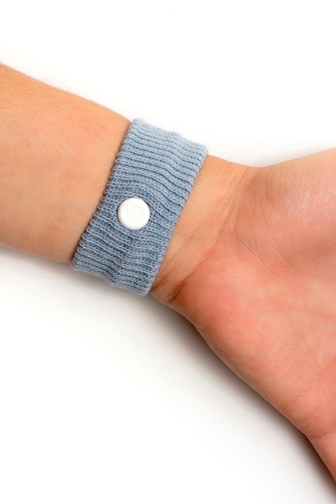 A Sea Band é uma pulseira de acupressão que serve tanto para aliviar enjoo gestacional como o causado em viagens; o produto é vendido em farmácias e lojas especializadas de artigos para bebês e custa até R$ 100