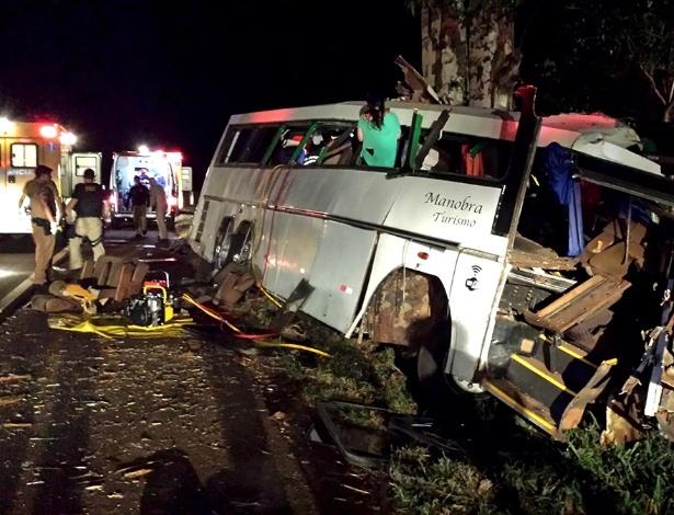 Ônibus trafegava na BR 369, entre as cidades de Campo Mourão (512 km de Curitiba) e Mamborê (476 km), no interior do Paraná