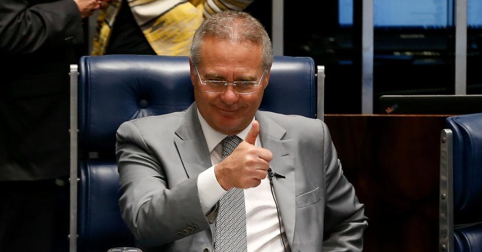 """29.jun.2016 - O presidente do Senado, Renan Calheiros (PMDB-AL), gesticula durante sessão no plenário da Casa. O senador esteve com a presidente afastada Dilma Rousseff. Segundo ele, os dois trataram da conjuntura política e econômica do país e do andamento do processo de impeachment no Senado. Dilma recomendou a Renan """"ponderação e equilíbrio"""" porque isso """"está em falta no Brasil"""""""