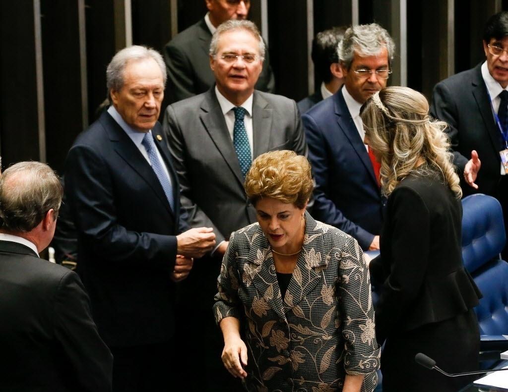 29.ago.2016 - O presidente do STF (Supremo Tribunal Federal), Ricardo Lewandowski, e o presidente do Senado, Renan Calheiros, recebem a presidente afastada, Dilma Rousseff, no Senado, em Brasília, onde Dilma faz sua defesa contra o processo de impeachment